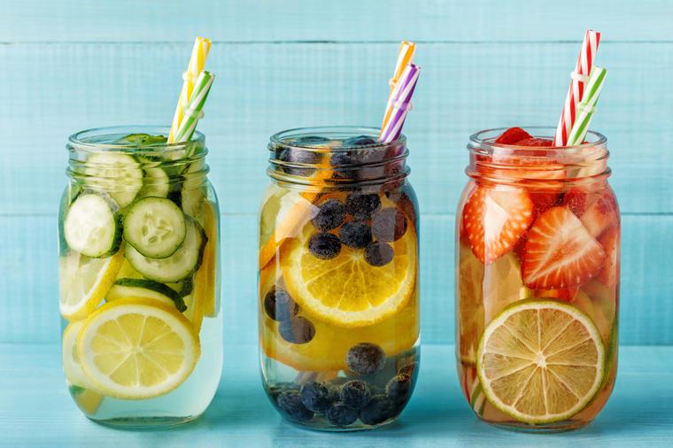 8 savršenih recepata za vodu obogaćenu voćem: Izbacite toksine, regulišite masnoće u telu! - Ljepota i zdravlje